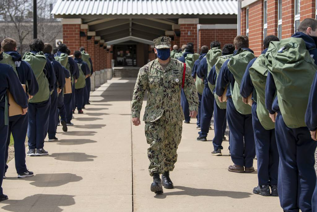 Chief Interior Communications Electrician Joseph Christensen instructs recruits as they arrive at Recruit Training Command at Great Lakes, Ill., on May 4, 2020, following a 14-day restriction-of-movement period at an off-site facility.